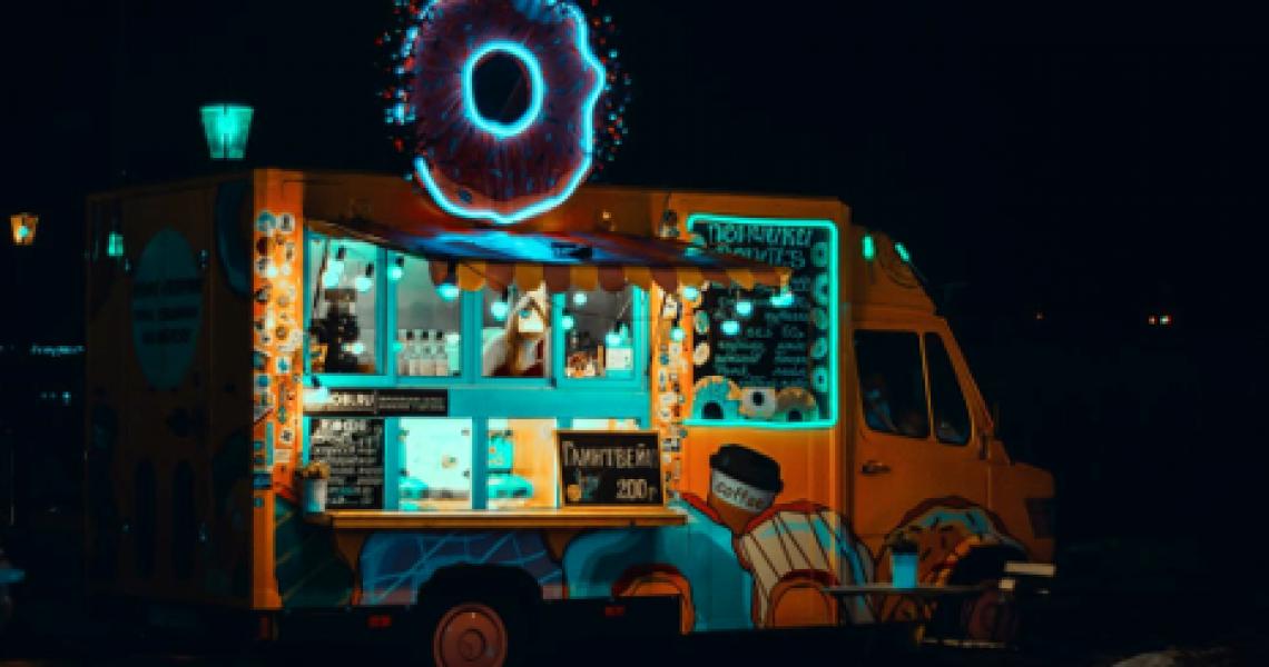 Food-Truck-At-Night